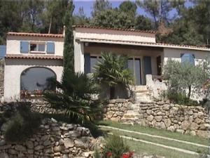 Notre tout premier échange, à Jouques-en-Provence, dans une magnifique villa avec piscine, tout proche du centre du village.